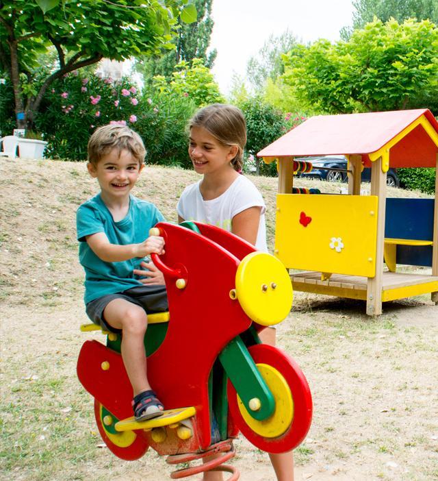aire jeux enfants camping